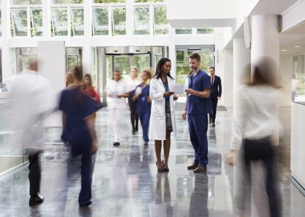 Disponibilidas de uniformes 24/7 ubicados en puntos estrategicos para el personal sanitario