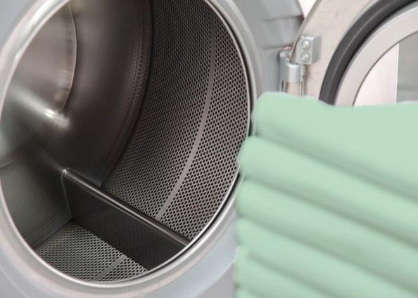 Identificar las máquina que necesitan ser recargada, con el tipo, tamaño y color de las prendas para cada departamento.
